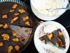 My jednoducho zbožňujeme mak. Okrem toho, že je dôležitým zdrojom vápnika aj výborne chutí. Túto makovú tortu zvládnete aj s detičkami Dairy, Pudding, Pie, Cheese, Desserts, Sweater, Food, Torte, Tailgate Desserts