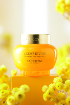 Get your free deluxe trial of our award winning, anti-aging Divine Cream. Skin Makeup, Beauty Makeup, Hair Beauty, Beauty Secrets, Beauty Hacks, Beauty Tips, Beauty Products, Aging Cream, Mellow Yellow