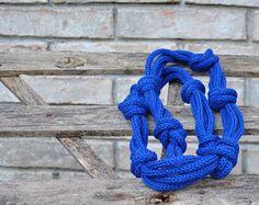 Halskette, gestrickte Faser Halskette stricken, gestrickt royal blau Halskette, Faser-Schmuck, Wintermode, Schmuck