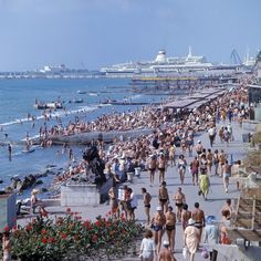 RIAN archive 579736 Promenade and beach in Sochi.jpg