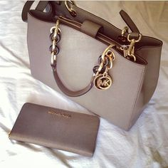 Welcome to our fashion Michael Kors outlet online store, we provide the latest styles Michael Kors handhags and fashion design Michael Kors purses for you. High quality Michael Kors handbags will make you amazed. Michael Kors Clutch, Michael Kors Rucksack, Cheap Michael Kors, Michael Kors Outlet, Handbags Michael Kors, Michael Kors Hamilton, Mickeal Kors, Boutique Michael Kors, Photography Tattoo