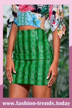 Snakeskin Zip Back Bodycon Skirt Latest Fashion Dresses, Green Pattern, Body Con Skirt, Casual Skirts, News Design, Snake Skin, Mens Fashion, Fashion Trends, Zipper