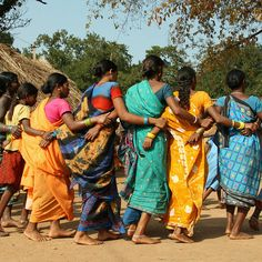 Tribal Circle Dance Village in Orissa, foto copyright Jacqueline Sprey