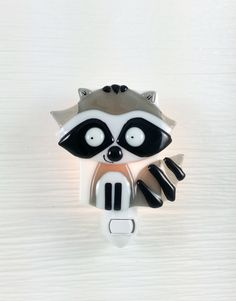 This night light is adorable in the baby's room! The favorite of the designer. Handmade with care, in Montréal, by Veille sur toi. Available on Etsy! www.VeilleSurToi.etsy.com