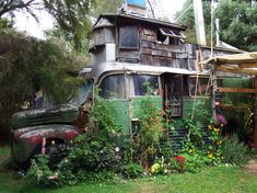 Absolutely Love this!! My dream to live in something like this........Google Image Result for http://favim.com/orig/201108/24/car-hippie-home-motorhome-plants-Favim.com-129818.jpg
