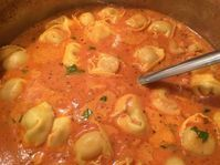 Tortellini soup, a delicious recipe from the stew category. Ratings: Average: Ø Tortellini soup, a delicious recipe from the stew category. Crockpot Recipes, Soup Recipes, Chicken Recipes, Drink Recipes, Bratwurst Recipes, Chef Recipes, Recipes Dinner, Chefs, Healthy Snacks
