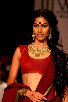 A face of Indian fashion Sari Blouse, Indian Blouse, Saree Blouse Designs, India Fashion, Asian Fashion, Fashion Beauty, Girl Fashion, Indian Attire, Indian Wear