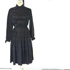 Vintage Black Brocade Asian Print Dress / Fifties von FarewellMarie