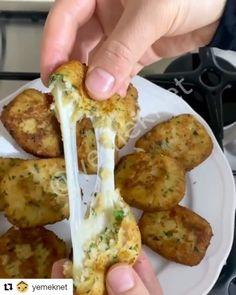 """302 Beğenme, 4 Yorum - Instagram'da TARİFDEFTERİNİZ (@tarifdefteriniz): """"#Repost @yemeknet (@get_repost) ・・・ BU TARİFİ BUNDAN SONRA HEP YAPMAK İSTEYECEKSİNİZ : """"KAŞARLI…"""" Baked Potato, Potatoes, Baking, Ethnic Recipes, Chicken, Meat, Instagram, Food, Bakken"""