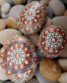 Mandala Stone - Hand painted - Dotillism - 5cm x 4.25cm diameter - 2.75cm depth