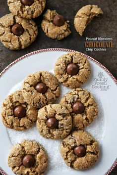 Make these easy and delicious Peanut Blossoms Chocolate Chip Cookies recipe for the holidays! Santa will love them and they are the perfect cookies to share at cookie exchanges too. Best Christmas Cookies, Yummy Cookies, Holiday Cookies, Cupcake Cookies, Christmas Desserts, Christmas Baking, Holiday Baking, Holiday Meals, Christmas 2016