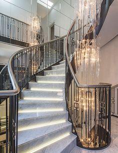 "Ideas to Style With Mirrors: Interior Mirror Designs ""Laura-Hammett-Luxury-Interior-Design""""Laura-Hammett-Luxury-Interior-Design"" Modern Stair Railing, Stair Railing Design, Staircase Railings, Modern Stairs, Stairways, Luxury Staircase, Interior Staircase, Grand Staircase, Interior Mirrors"