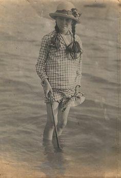 girl paddling   Flickr -