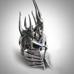 Replica del Yelmo Arthas, realizado en las mejores calidades, esta replica no puede faltar en la colección de cualquier fan del Warcraft en general.