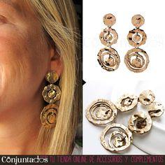 Así de chulos quedan los Pendientes Khorat de aros dorados, un acierto seguro, sobre todo si los conjuntas tanto con negro como con colores vivos con personalidad. ¡La manera más sencilla de ir moderna sin estridencias! ★ Precio: 13,95 € ★ en http://www.conjuntados.com/es/pendientes-khorat-de-aros-dorados.html ★ #novedades #pendientes #earrings #joyitas #jewelry #bijoux #accesorios #complementos #shopping #trendy #tendencias #tendances #moda #mode #estilo #style #chic #luxe #loveit