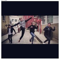 5 seconds of summer 5sos. Love this part. Lol! Ashton!