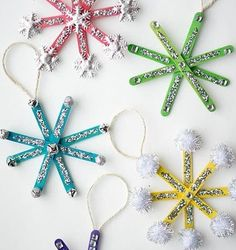 Christmas Crafts for Toddlers - - With the weather turning extra chilly it's nice to cosy in with your little ones and embrace your creative sides. Bella is really enjoying arts and crafts at the moment and she keeps asking w…. Christmas Crafts For Kids To Make, Easy Crafts For Kids, Easy Diy Crafts, Diy Christmas Ornaments, Toddler Crafts, Kids Christmas, Holiday Crafts, Crafts To Make, Christmas Cards