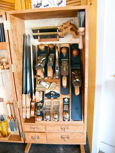 Becksvoort - Lie-nielsen Tool Cabinet_2010