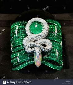 Love these diamond necklace pendant 6412 Cartier Diamond Bracelet, Cartier Jewelry, Diamond Pendant Necklace, Pendant Jewelry, Diamond Jewelry, Lotus Jewelry, Diamond Necklaces, High Jewelry, Modern Jewelry