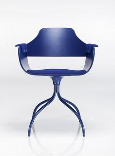 Jaime Hayon est la figure la plus intrigante concernant le nouveau design espagnol. Il a de l'énergie, le talent et un style propre, qui sont tous distillé dans la collection Showtime qu'il a conçue pour BD Barcelona Design, la prestigieuse société espagnole de conception.