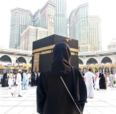 Discovered by souha_sousou. Find images and videos about islam, hijab and muslim on We Heart It - the app to get lost in what you love. Arab Girls, Muslim Girls, Muslim Couples, Hijabi Girl, Girl Hijab, Mecca Islam, Mecca Masjid, Islam Quran, Islam Women