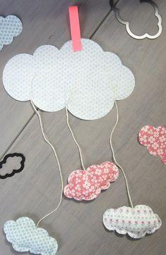 Etape 4: Placer les petits nuages et le ruban sur le gros nuage. Piquer à 3 mm du bord pour maintenir en place.