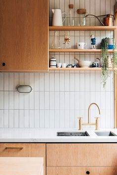 southern home decor Laura Street by Hearth Studio Characteristic of the project Brunswick VIC Australia Home Decor Kitchen, Home Decor Bedroom, Home Kitchens, Natural Kitchen Interior, Design Kitchen, Kitchen Decorations, Interior Livingroom, House Decorations, Diy Bedroom