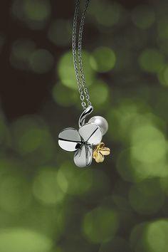 ペンダント/銀(ロジウム仕上げ)・K18(グリーンゴールド)製、 アコヤ真珠