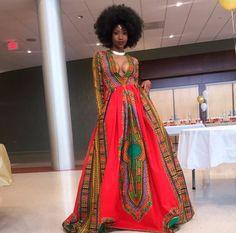 Vestido de formatura supercolorido desenhado por norte-americana quebra a internet
