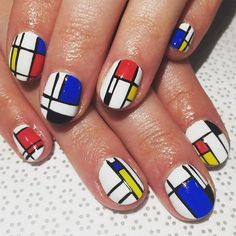Top 10 Colored Pencil Nail Artists in the World published in TopTeny magazine Arts - Nail art isn't just a hobby anymore. It's becoming more clearer every day that these nail arts are popular. Rose Nail Art, Rose Nails, Anne Hathaway, Simple Nail Art Designs, Nail Designs, Emma Watson, Swag Nails, Fun Nails, Pencil Nails
