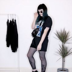 THREE WAYS TO STYLE AN OVERSIZED TEE outfitvideo stylevideo oversizedtee graphictshirt buffy timewarptees grunge grungestyle nugoth alternative girlswithtattoos 670614200748433470 Alternative Outfits, Alternative Mode, Alternative Fashion Grunge, Dark Fashion, Gothic Fashion, Grunge Fashion Winter, Punk Rock Fashion, Metal Fashion, Punk Outfits