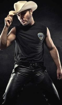 Mens Leather Pants, Tight Leather Pants, Hot Country Boys, Cowboys Men, Athletic Men, Denim Fashion, Sexy Men, Hot Guys, Black Leather