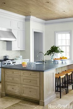 Bring out natural textures with the palest of grays. In a kitchen by Beth Martell,a showstopper islandgets its chance to shine thanks tosubduedcabinets and trim.