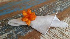 Anel de guardanapo com flor em tecido. .. um luxo!