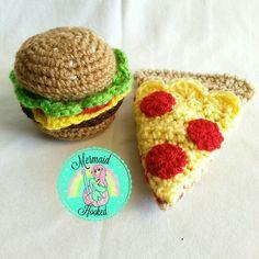 Crochet junk food ;D Fiber Foods, Junk Food, Avocado Toast, Hamburger, Pizza, Mermaid, Breakfast, Crochet, Instagram Posts