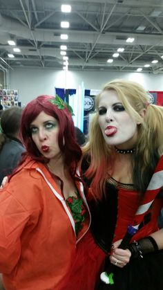 Poison Ivy and Harley Quinn (Pinterest pinner: DarkPhoenix) cosplay at Dallas Comic Con 2014