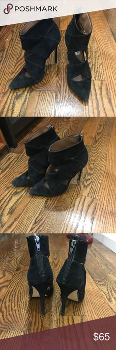 Steve Madden Black Suede Heels(Lightly Worn)S.6 Steve Madden Black Suede and Leather Heels. Lightly Worn but still have tons of life in them! Absolutely stunning and such a sexy pair of shoes. Size 6. No longer available online or in store!! Steve Madden Shoes Heels