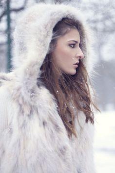 ❄️Winter Wonderland❄️#winter #winterwonderland #snow #snowing #cold #park #tree #hair #makeup #fur #furcoat #sweater #fashion #style #editorial #pfw #mfw  #fashionweek #fashionshow #love #nfw #lfw #london #paris #milan #milano #paris