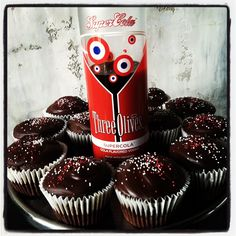 This sounds so good! Coca Cola Cupcakes, Vodka Cupcakes, Alcoholic Cupcakes, Coca Cola Cake, Sweet Recipes, Cake Recipes, Coke Cake, Cakes Plus, Infused Vodka