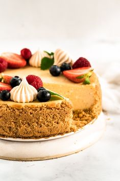 vodou, cheesecake nám vďaka tomu na vrchu nepopraská a bude Fruit Cheesecake, Cheesecake Recipes, Dessert Recipes, Cheesecakes, Tiramisu, Cake Decorating, Bakery, Deserts, Food And Drink
