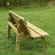 Flip top bench table plans Are you choosing between a picnic table and bench… Picnic Table Bench, Folding Picnic Table, Flip Top Table, Diy Table Top, Outside Furniture, Wooden Pallet Furniture, Diy Bench, Bench Plans, Seating Plans