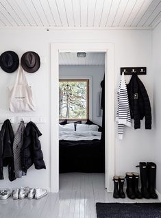 Black and White Decor Takes Center Stage in This Finnish Home - design addict mom Diy Interior, Interior Design, White Beach Houses, Summer Cabins, Black And White Interior, Black White, Scandinavian Interior, White Decor, Interior Inspiration