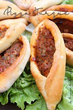 Pizza turque a la viande hachée, Kiymali pide   Cuisinez avec Djouza Moussaka, Beignets, Flan, Hot Dog Buns, Entrees, Bread, Cooking, Ethnic Recipes, Galette