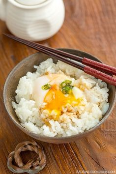 Onsen Tamago literally means 'hot spring eggs' in Japanese. It refers to eggs that were originally prepared in hot spring water to create silky egg whites and custard-like yolk. Here's how you can make this delicious egg recipe at home. Easy Japanese Recipes, Easy Rice Recipes, Egg Recipes, Asian Recipes, Healthy Recipes, Indonesian Recipes, Cooking Recipes, Cooking Okra, Diet Recipes