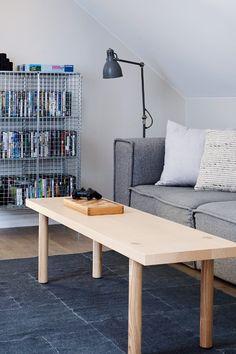 Perfekt hvit FR1400. Denne fargen er lagd spesielt til å matche alle farger og også bomull. Passer perfekt til lister og karmer. Du vil få en myk og fin overgang til kjølige veggfarger. #hvit#lister#karmer#kjølig#stue#soverom#livingroom#bedroom#gang#hall#sofa#grey#tre#bord#grått#moderne#maskulint#stålampe#puter#pillows#maling#painting#inspirasjon#inspiration#fargekart#Fargerike Dining Bench, Ikea, Furniture, Home Decor, Decoration Home, Table Bench, Ikea Co, Room Decor, Home Furnishings
