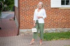 Simple and chic summer looks, women's watches, white blazer, summer jackets, summer looks for women Simple Summer Outfits, Summer Dress Outfits, Blazer Outfits For Women, Shirt Tucked In, Summer Jacket, Summer Looks, Fashion Outfits, Fashion Ideas, Looking For Women
