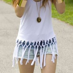 DIY No Sew Two Tiered Knotted Fringe Tank Tutorial. Easy tutorial from Pop Champagne here. best-fashion-diys