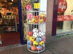 Secundaire drager, productverwantschap, manddisplay, je ziet in deze manddisplay voetballen en andere soorten ballen.