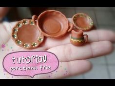 EASY - Clay dishware porcelana fria/ polymer clay tutorial Z Miniature Kitchen, Miniature Crafts, Miniature Food, Miniature Dolls, Polymer Clay Miniatures, Polymer Clay Projects, Diy Clay, Clay Crafts, Minis