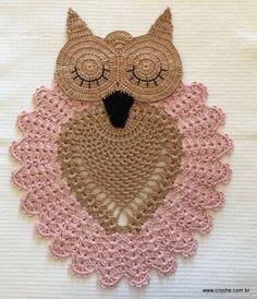 Aprende a decorar el baño al crochet con estos búhos tan primorosos para colocar como alfombras, tapas y portarrollo, todo al tono para agr...